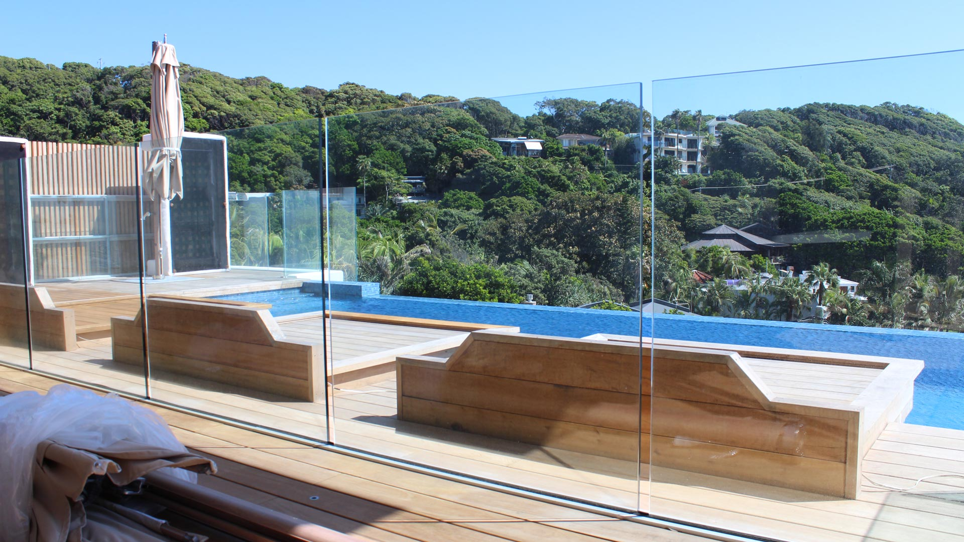 laminate pool fencing, frameless glass pool fencing, frameless laminate pool fencing, safety glass, safety glass pool fencing