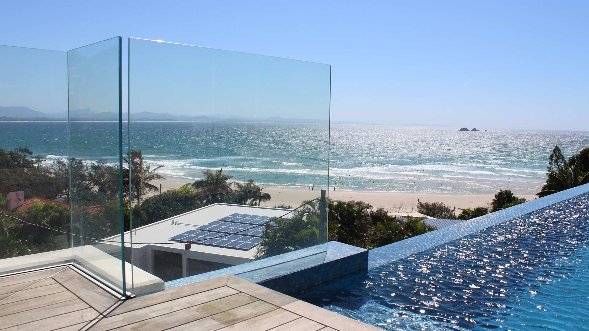 glass pool fencing, frameless glass pool fencing, safety pool fencing, laminate pool fencing