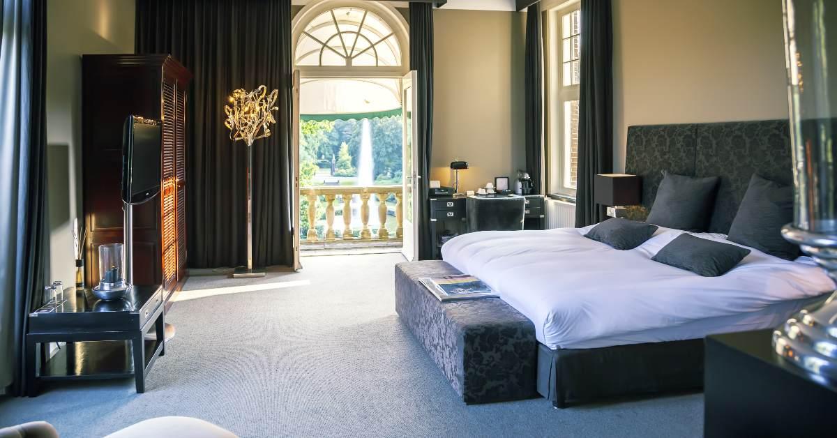 Dark and modern luxury hotel suite